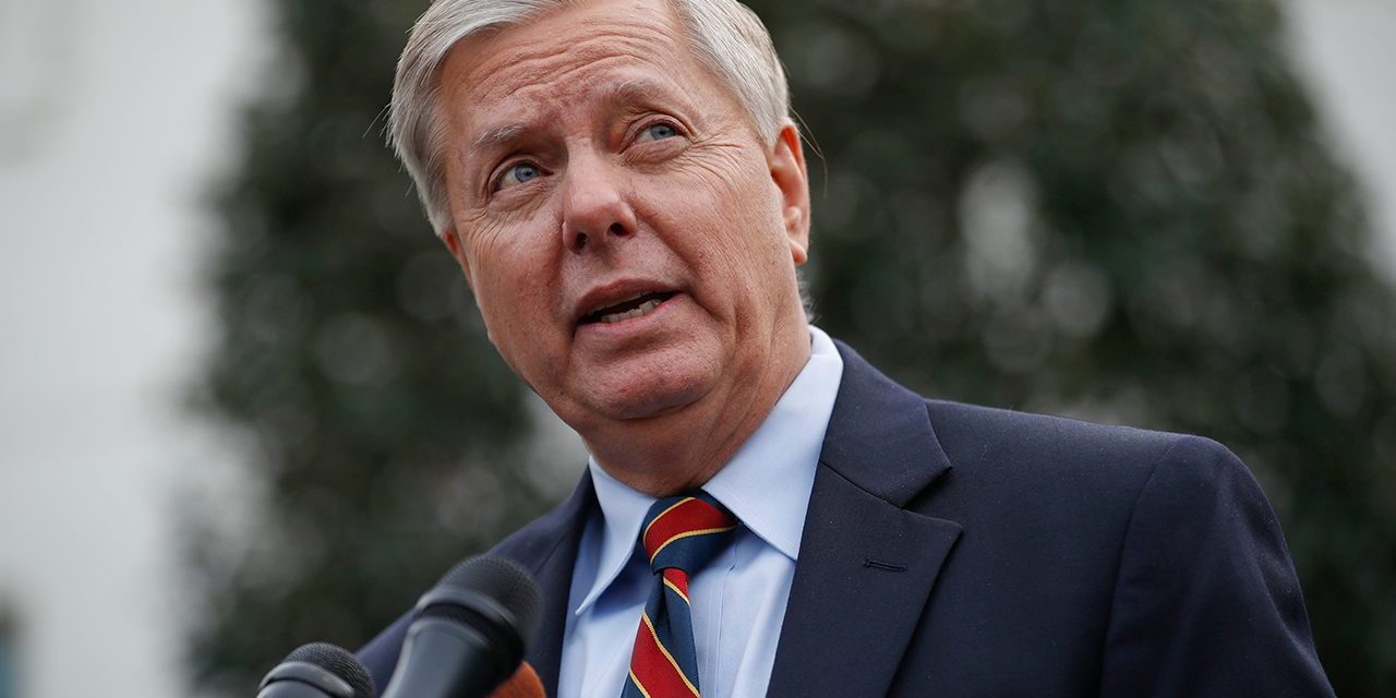 Lindsey Graham: Trump caving on border security 'probably the end of his presidency'