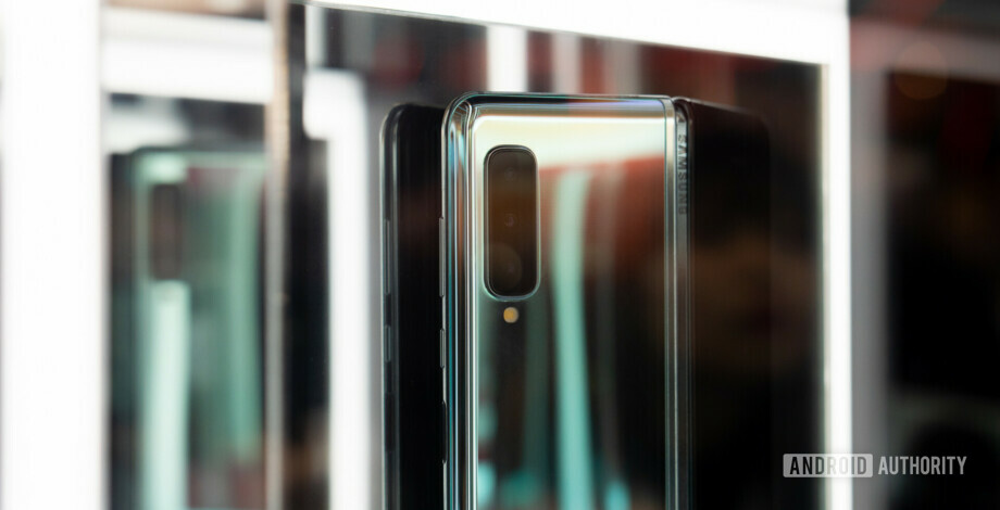 UK Samsung Galaxy Fold pre-orders begin April 26 for May 3 release
