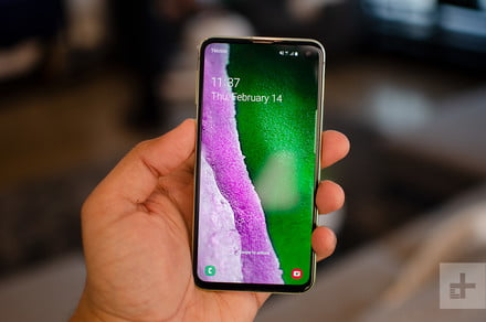 Best Buy drops $150 off the Samsung Galaxy S10e during its flash sale