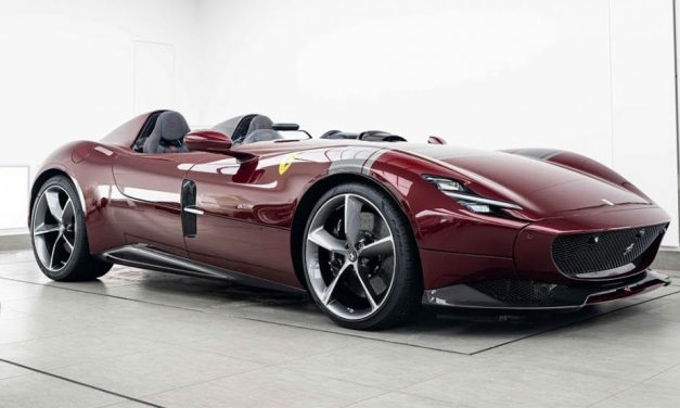 Dark Red Ferrari Monza SP2 Is Drop-Dead Gorgeous