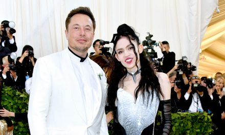 """Grimes tells Elon Musk that she """"cannot support hate"""" after he tweets """"pronouns suck"""""""