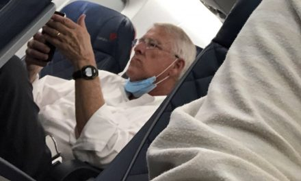 Citizen exposes GOP senator for not wearing mask on plane