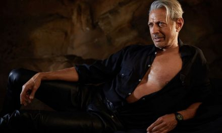 Jeff Goldblum recreates iconic 'Jurassic Park' pose in new photo