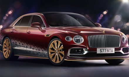 Santa Goes Bling, Orders The Bentley 'Reindeer Eight' For His 41 Million-Mile Journey