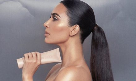 What To Know About Kim Kardashian's Skin Disorder Psoriasis & How She Copes